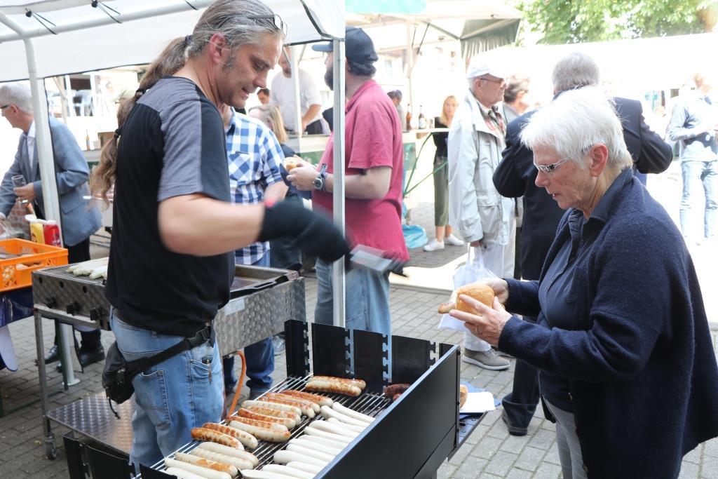 Triple Z Hauptversammlung 2019 Grillwürstchen beim Sommerfest